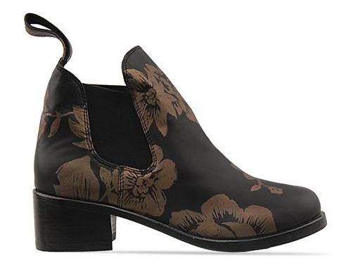 http://www.solestruck.com/shakuhachi-elastic-riding-boot-black-gold/index.html